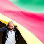 Auf einer Kurdendemonstration in Paris. (© imago images/NurPhoto)