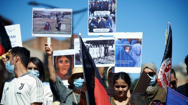 Solidaritätsdemonstration für afghanische Frauen in Frankreich