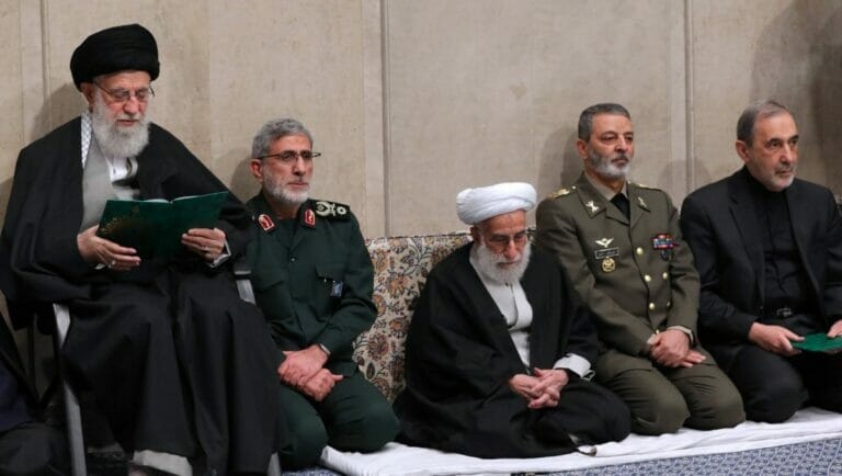 "Der Kommandeur der Auslandseinheit ""Quds-Force"" der Revolutionsgarden smail Ghaani neben Ayatollah Khamenei"