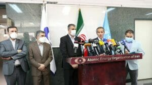 IAEO Chef Grossi (ohne Maske) in Teheran