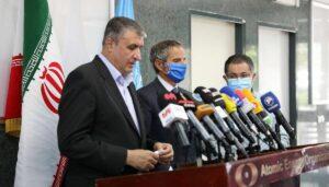 Der Chef der iranischen Atombehörde Eslami und Rafael Grossi bei ihrem Treffen am 12. September in Teheran