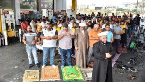 Erdölkrise: Freitagsgebet an einer libanesischen Tankstelle