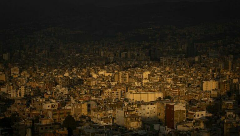 Beirut liegt wegen Stromausfällen und Treibstoffmangel im Dunkeln