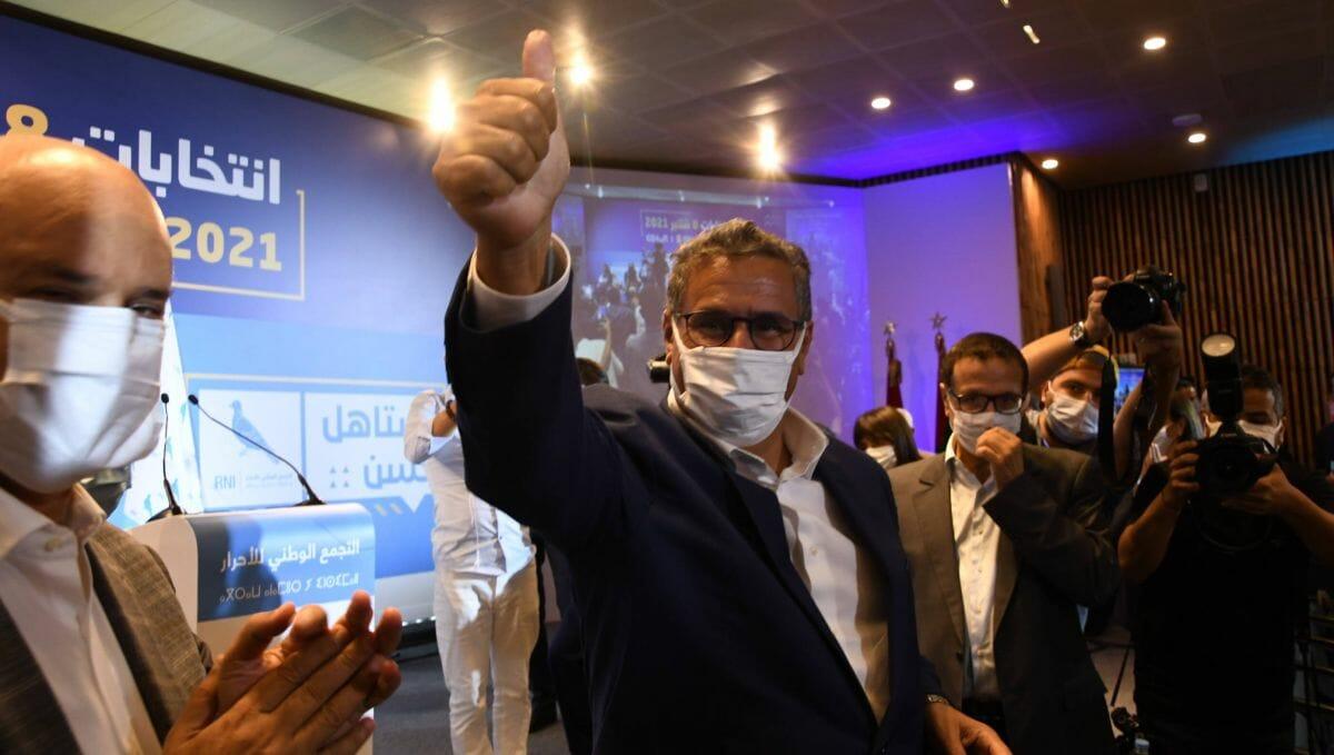 """Der Vorsitzende der """"Nationalen Sammlung der Unabhängigen"""", Aziz Akhennouch, feiert den Wahlsieg seiner Partei"""