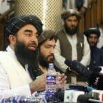 Taliban-Sprecher Zabihullah Mujahid bei einer Pressekonferenz