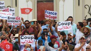 Tunesier demonstrieren gegen den Staatsstreich von Präsident Kais Saied