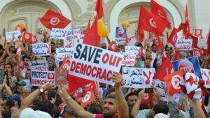 Rund 2.000 Tunesier demonstrierten gegen den autoritären Kurs von Präsident Kais Saied