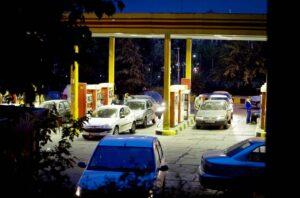 Nichts ging mehr beim Versuch, im Iran subventionierten Treibstoff zu bekommen. (© imago images/Xinhua)