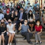 Vorsitzender der Jewish Agency, Yaakov Hagoel, mit Neueinwanderern aus 26 Nationen