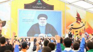 Hisbollah-anhänger wohnen einer ansprache ihres Führers Nasrallah bei