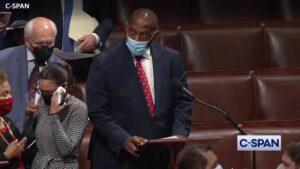 Nach ihrer Stimmabgabe (Enthaltung) weinte Ocasio-cortez im Abgeordnetenhaus